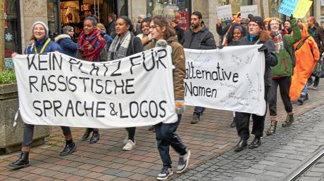 """Im vergangenen Herbst wurde von Demonstranten eine Umbenennung des Hotels in der Augsburger Maximilianstraße gefordert. Jetzt steht fest: Das """"Drei Mohren"""" heißt künftig """"Maximilian's Hotel""""."""