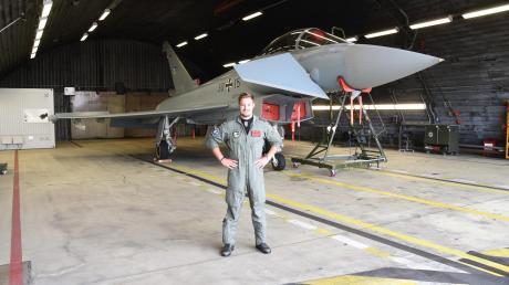 Fähnrich Gabriel ist seinem Traum vom Jetfliegen ganz nahe. Der gelernte Schreiner aus Altenmünster im Landkreis Augsburg wird zum Kampfflugzeugführer bei der Bundeswehr ausgebildet.