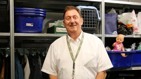 Im Fundbüro am Flughafen München kümmert sich der Leiter des Service Centers, Josef Rankl, darum, dass die verlorenen Schätze zurück zu ihren Besitzern kommen.