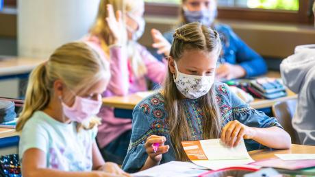 Zwei Petitionen aus dem Landkreis wollen Alternativen zur Maskenpflicht für Grundschüler suchen.