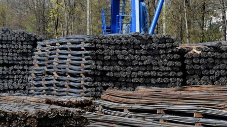 Die Lech-Stahlwerke in Meitingen (Landkreis Augsburg) gehören zur Münchner Max-Aicher-Gruppe und sind Bayerns einziges Stahlwerk.