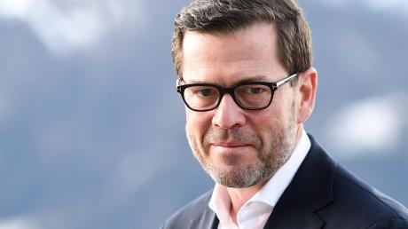 Der frühere Bundesminister Karl-Theodor zu Guttenberg (CSU) aus dem fränkischen Kulmbach – der sich jetzt wieder Doktor nennt – sorgt in der Hauptstadt nun wieder für Aufregung.