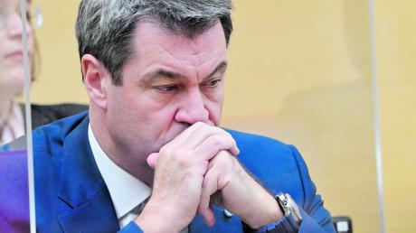 Der Ärger nimmt zu, die Haare werden grauer. Ministerpräsident Markus Söder (CSU) gerät zunehmend in die Kritik.