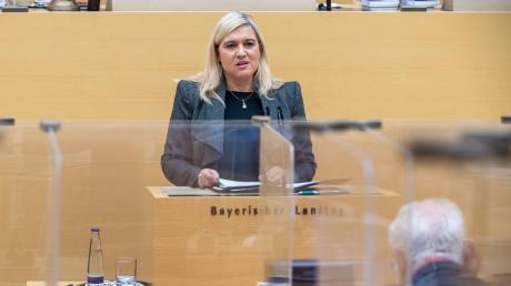 Abgeordnete fragen, Minister antworten: Auch Gesundheitsministerin Melanie Huml (CSU) musste bei der Regierungsbefragung Stellung beziehen.