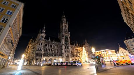 Der Marienplatz in der Münchner Innenstadt war – bis auf Polizei, Sicherheits- und Rettungskräfte – wie ausgestorben.