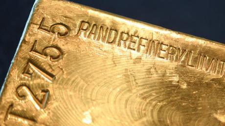 Der spektakuläre Augsburger Goldfinger-Prozess ist eingestellt. Die Angeklagten müssen keinen Cent bezahlen.