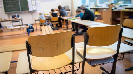 Unbefristete Lehrer werden in den Sommerferien in vielen Bundesländern in die Arbeitslosigkeit entlassen.