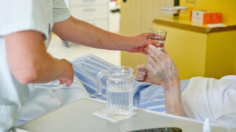 Arbeit in der Altenpflege ist kräftezehrend und oft schlecht bezahlt