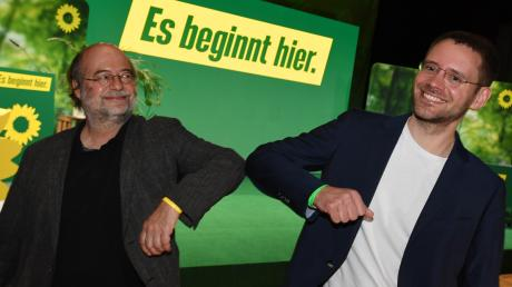 Der Alte und der Neue: Eike Hallitzky (links) übergab am Samstag das Amt des Landesvorsitzenden der bayerischen Grünen an seinen Nachfolger, den 33-jährigen Thomas von Sarnowski aus Ebersberg.
