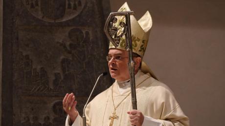 Der Augsburger Bischof Bertram Meier treibt das Personalkarussell in der Diözese immer schneller an.