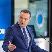 Viele hätten die Zweitimpfung mit Blick auf den Sommerurlaub lieber früher – Bundesgesundheitsminister Jens Spahn (CDU) verkündete daher mehr Flexibilität beim Impfstoff AstraZeneca.