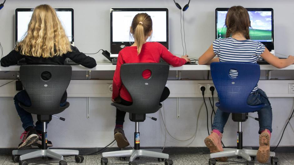 Dass die Digitalisierung der bayerischen Schulen lange nur sehr langsam vorankam, ist bekannt.