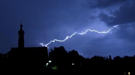 Gewitter tobten in der Region: Ein Blitz schlug auch in der Nähe der Wallfahrtskirche in Biberach ein.