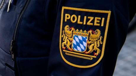 Nach einem Parkplatzrempler mit Unfallflucht in Scheppach sucht die Polizei Zeugen.