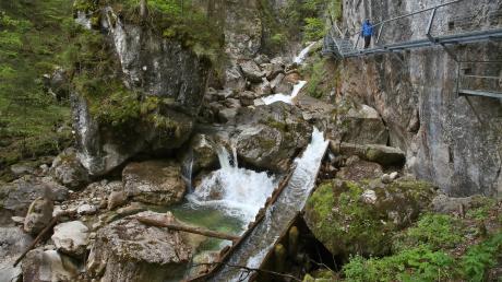 Die wildromantische Pöllatschlucht in Schwangau ist derzeit gesperrt. Der beliebte Wanderweg unterhalb von Schloss Neuschwanstein muss wegen Steinschlaggefahr geschlossen bleiben.