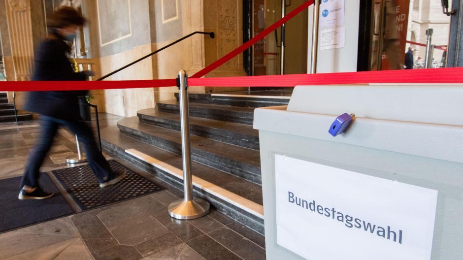 Wenn am Sonntag in Deutschland Bundestagswahl ist, schauen die Bürgerinnen und Bürger vor allem nach Berlin. Doch es lohnt auch ein Blick nach Bayern, denn die Ergebnisse könnten auch im Freistaat spürbare Folgen haben.