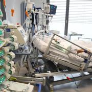 Die meisten Covid-Infizierten, die ins Krankenhaus müssen, werden momentan auf Intensivstationen behandelt.