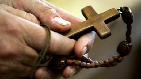 Ein unbekannter Betrüger hat sich am Telefon als Pfarrer ausgegeben.