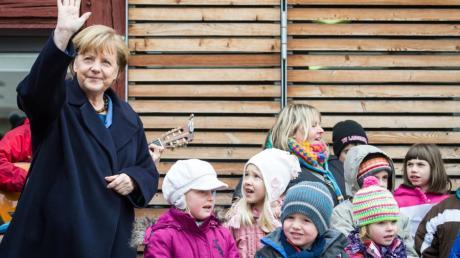 Das Verhältnis zwischen den Politikern und den Kindern des Landes ist optimierungsbedürftig, weshalb die Kinderkommission jetzt eine Fragestunde für die Wähler von morgen im Bundestag einführen will: Schüler fragen, Politiker antworten.