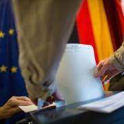 Bei der Bundestagswahl 2021 geben die Wähler Erststimme und Zweitstimme ab. Die Ergebnisse für den Wahlkreis Würzburg bekommen Sie in diesem Artikel.