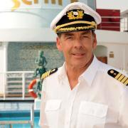 """""""Das Traumschiff - Tansania"""": Alle Infos zum TV-Termin im ZDF, den Darstellern und der Handlung finden Sie hier. Bei der Erstausstrahlung 2017 hatte natürlich Sascha Hehn das Kommando, aber auch Florian Silbereisen war bereits an Bord."""