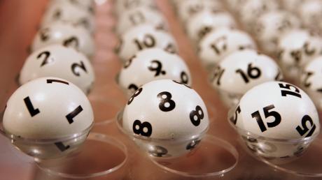 Mit den Lottozahlen vom Mittwoch wurde der Jackpot beim Lotto 6 aus 49 nicht geknackt. Bei uns finden Sie die Gewinnzahlen und Quoten vom 1.4.20.