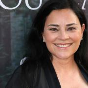 """Diana Gabaldon: Ihre Highland-Saga ist die Grundlage für die TV-Serie. Hier finden Sie alles zu """"Outlander"""", Staffel 5 rund um Start, Folgen, Handlung, Cast und Trailer."""