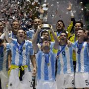 2016 konnte Argentinien die Futsal-WM in Kolumbien für sich entscheiden. Wann spielen die Titelverteidiger und die anderen Mannschaften bei der FIFA Futsal-WM 2021? Spielplan, alle Termine und Live-Übertragung um TV.