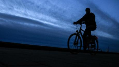 Betrunken war ein Mann in Karlshuld auf seinem Fahrrad unterwegs - mit fatalen Folgen.