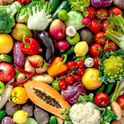 Das steht im Zentrum der meisten veganen Mahlzeiten: Gemüse wie Salat, Paprika und Radieschen.