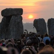Sommersonnenwende: Feier in Stonehenge kurz nach Sonnenaufgang. Foto: Simon Chapman/London News Pictures