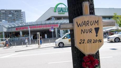 Mehr als drei Jahre nach dem tödlichen Amoklauf am Olympia-Einkaufszentrum in München ist die Familie des Täters zurückgekehrt.