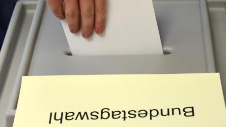 Bei der Bundestagswahl 2021 geben auch die Menschen im Wahlkreis Augsburg-Land ihre Stimmen ab. Die Ergebnisse finden Sie in diesem Artikel.