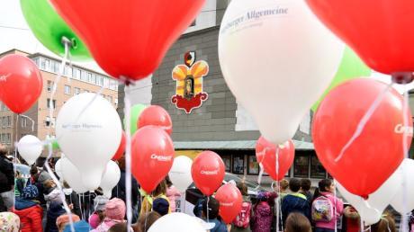 Das Turamichele-Fest, wie die Augsburger es kennen: So bunt und eng darf es dieses Mal aber nicht sein auf dem Rathausplatz.