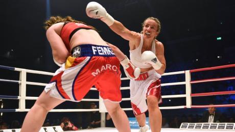 2018, Curt-Frenzel-Stadion: Diesmal hatte Nikki Adler weniger Erfolg. Die WBO-Weltmeisterin verlor den Boxkampf gegen die Belgierin Femke Hermans.