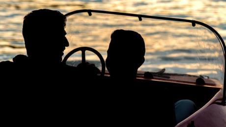 Auf dem Ammersee können im Bootsverleih Tretboote, Elektroboote, Ruderboote und Segelboote geliehen werden.
