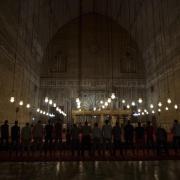 Muslime nehmen während des Fastenmonats Ramadan am Abengedicht in der al-Sultan Hassan Moschee in Kairo teil. Foto: Gehad Hamdy