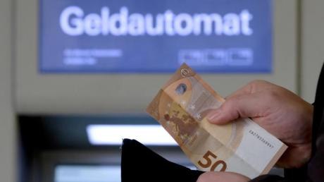 Moderne Technik bremst den Datendiebstahl an Geldautomaten immer stärker aus.