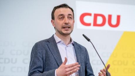 Paul Ziemiak, Generalsekretär der CDU, steuert den ersten komplett digitalen CDU-Parteitag.