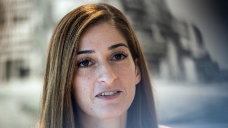 Die deutsche Journalistin Mesale Tolu war in der Türkei inhaftiert. Ihr Prozess wurde nun auf Oktober vertagt.