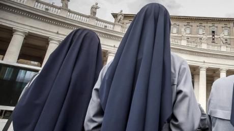 Nonnen kehrten nach einer Reise in ihre afrikanische Heimat schwanger nach Italien zurück.