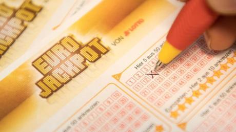 Eurojackpot: Wer die richtigen Gewinnzahlen ankreuzt, kann rund 10 Millionen Euro gewinnen.
