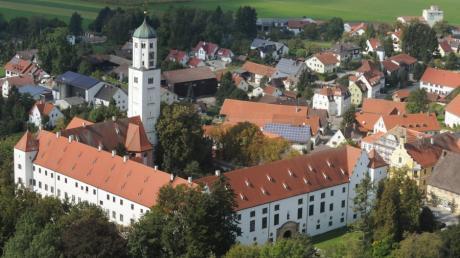 Dass im Zedernsaal in Schloss Kirchheim keine öffentlichen Veranstaltungen mehr stattfinden dürfen, hat viele Musiker in der Region schockiert.