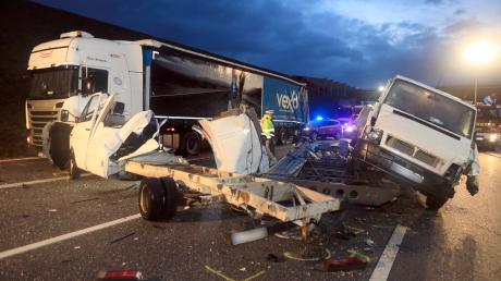 Nach einem Unfall ist die A8 in Richtung Stuttgart gesperrt.
