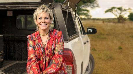 """Inka Bause macht sich bei """"Bauer sucht Frau International"""" gemeinsam mit den Bauern auf die Suche nach der großen Liebe. Wir informieren über die Übertragung live im TV und Stream."""