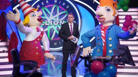 """Im Karnevals-Special von """"Wer wird Millionär?"""" feierte RTL die fünfte Jahreszeit mit Tanzgarde und verkleidetem Publikum."""