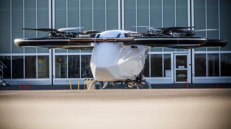 Eine frühe Version des Lufttaxis von Airbus. In Ingolstadt wird der CityAribus dann mit einem neuen Anstrich zu sehen sein.
