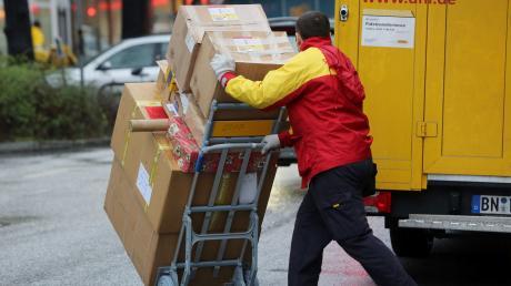 Paketlieferungen nach Hause könnten bald teurer werden. Das fordern zumindest Teile der Branche.