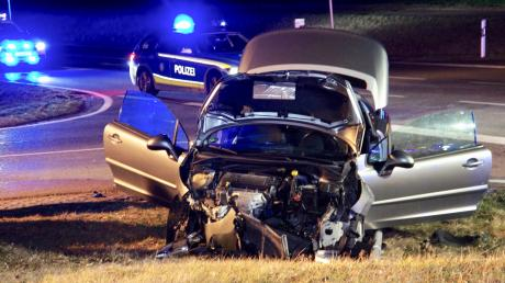 Bei Ellzee auf der B16 hat sich am Samstag ein schwerer Verkehrsunfall ereignet.
