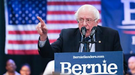 North Charleston: Senator Bernie Sanders spricht bei einer Wahlkampfveranstaltung für US-Präsidentschaftswahl 2020 vor Anhängern.